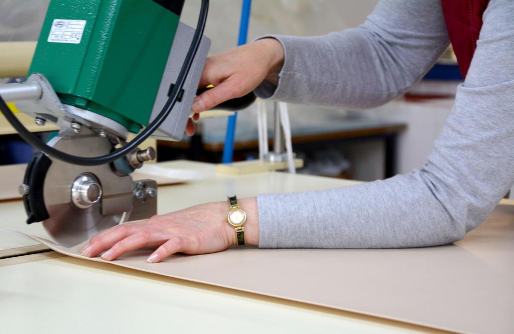 Polytex Matratzen Produktion schneiden